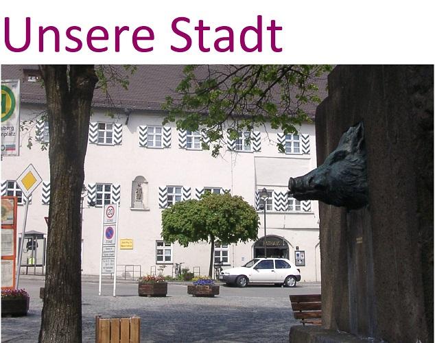 Ebersberger Marktplatz und Blick vom Brunnen zum Rathaus